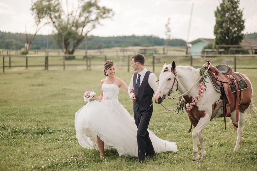 This elegant rustic wedding unity with nature