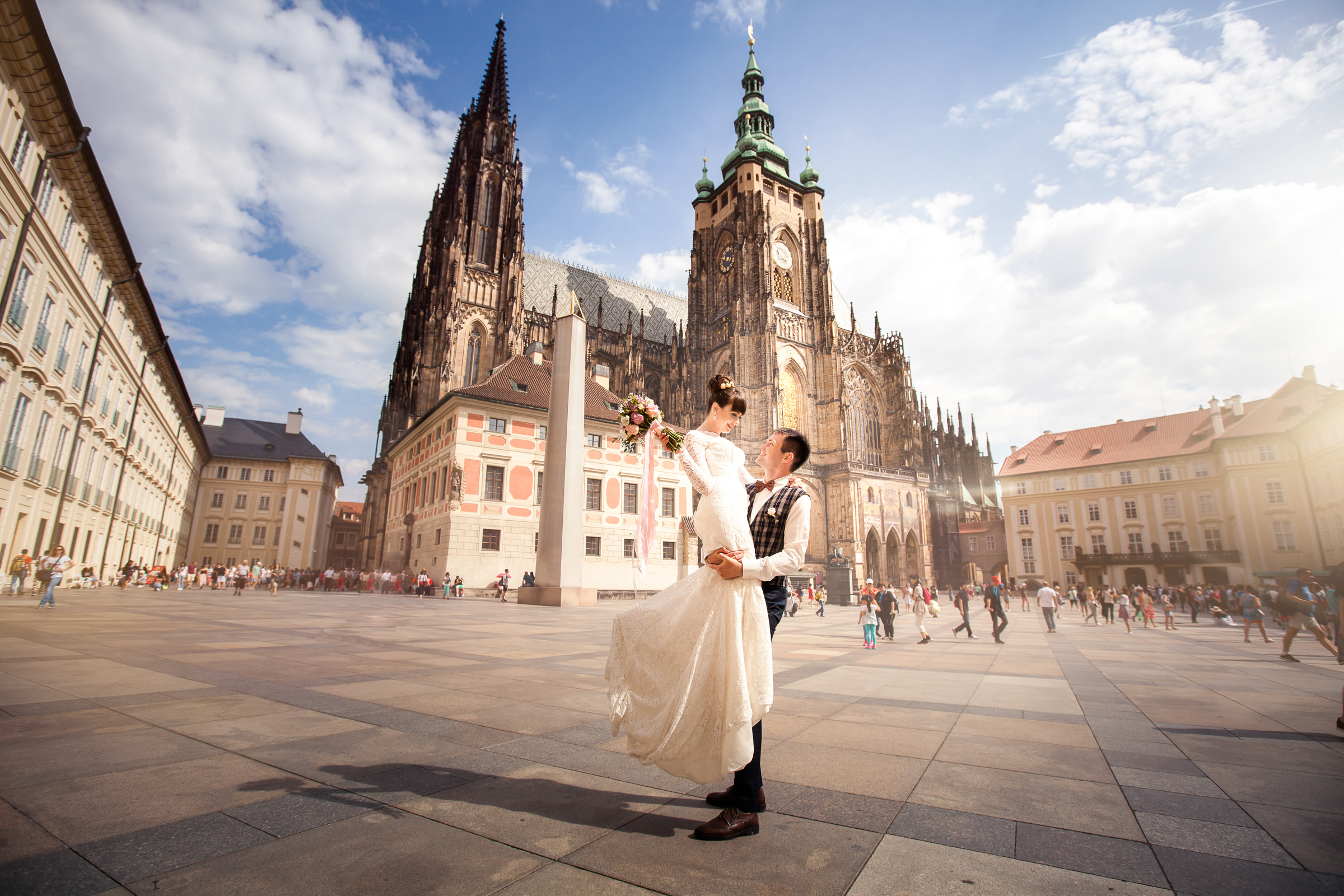 Early morning walk wedding photo session in Prague, Charles Bridge, Hradcany, smiles and feelings